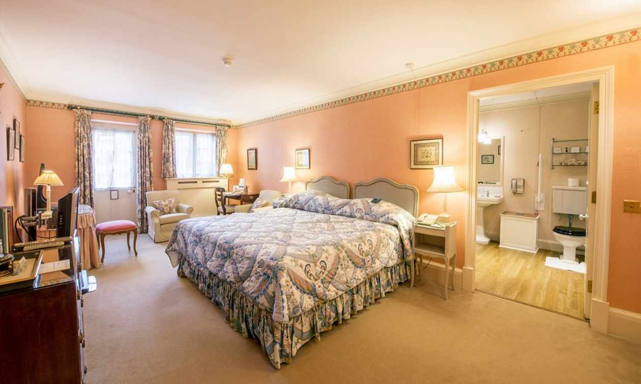 Classic double bedroom in Hartwell House